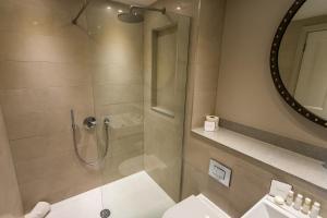A bathroom at Bristol Harbour Hotel & Spa
