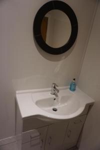 A bathroom at City Center Rooms