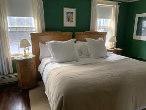 A bed or beds in a room at Bridgehampton Inn