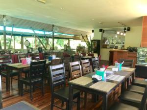A restaurant or other place to eat at Nature Lodge Sepilok