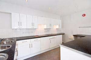 A kitchen or kitchenette at OGS - Studio 1