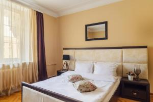 A bed or beds in a room at Apartments on Kupalovskaya
