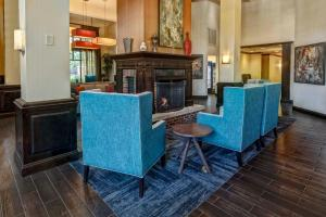 A restaurant or other place to eat at Hampton Inn & Suites Nashville-Vanderbilt-Elliston Place