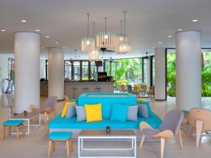The lobby or reception area at Ibis Phuket Patong