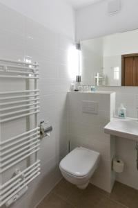 A bathroom at Hotel garni Siebenstern