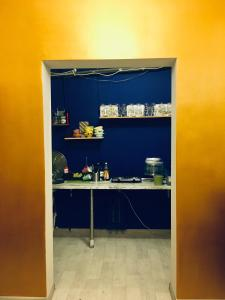Кухня или мини-кухня в Pasternak Hostel