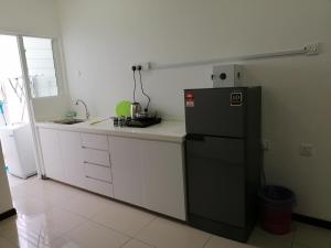 A kitchen or kitchenette at Comfortable Cozy Homestay at D'Carlton, Masai