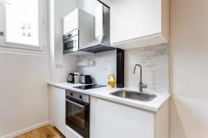 A kitchen or kitchenette at Résidence du Marais - Paris Center
