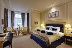 A bed or beds in a room at Hotel Baltschug Kempinski Moscow