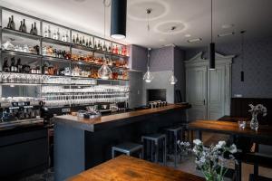 Reštaurácia alebo iné gastronomické zariadenie v ubytovaní Villa Rosenaw