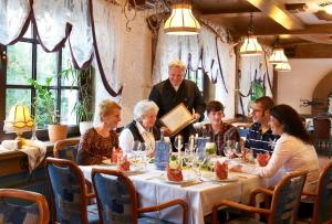 A restaurant or other place to eat at Hotel Rückert