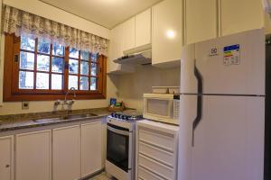A kitchen or kitchenette at Apartamento de 1 quarto