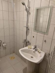 A bathroom at Terrace Furnished Apartments- Hawally 2