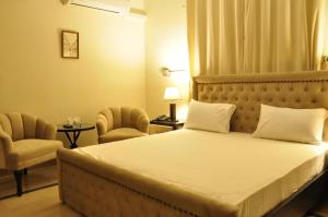 A bed or beds in a room at Reina Boutique Hotel - G6/3