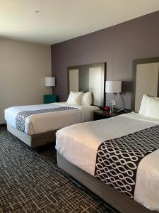 A bed or beds in a room at La Quinta by Wyndham La Verkin - Gateway to Zion