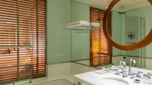حمام في فور بوينتس شيراتون بر دبي