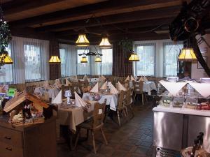 Een restaurant of ander eetgelegenheid bij hotel rappen