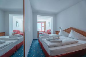 Ein Bett oder Betten in einem Zimmer der Unterkunft Glacier Hotel Grawand