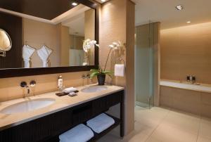 חדר רחצה ב-Anantara The Palm Dubai Resort