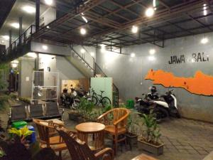 A restaurant or other place to eat at Colorbox Bromo Backpacker