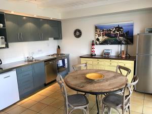 A kitchen or kitchenette at Bruce Waterfront Apartments