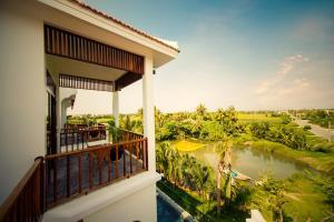 Ein Balkon oder eine Terrasse in der Unterkunft Hoian River Palm Hotel & Villas