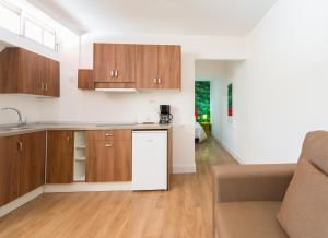 A kitchen or kitchenette at Bungalows Artemisa Gay Men Only
