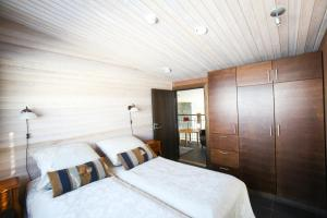 A bed or beds in a room at Villa Little Peak