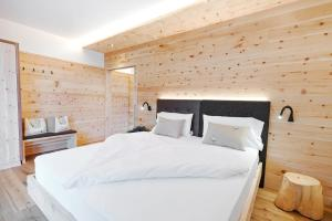 A bed or beds in a room at Pineta Nature Resort - Wellenss & SPA