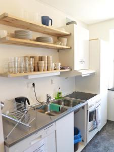 A kitchen or kitchenette at Torget Vandrarhem