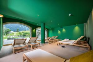 Der Swimmingpool an oder in der Nähe von See- und Seminarhotel FloraAlpina Vitznau