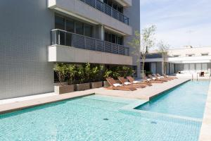 The swimming pool at or close to Studio Sofisticado Trend 24 Moinhos de Vento