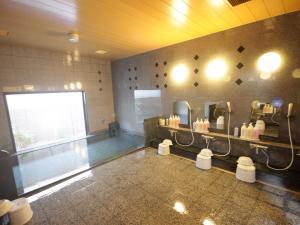 A bathroom at Hotel Route-Inn Ashikaga Ekimae