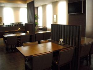 A restaurant or other place to eat at Hotel Route-Inn Ashikaga Ekimae
