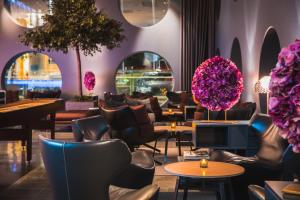 Loungen eller baren på Quality Hotel Friends
