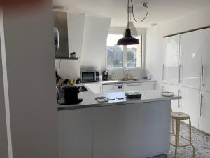A kitchen or kitchenette at Appartement Design II Port Douarnenez