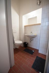 Ein Badezimmer in der Unterkunft Stadthotel - Das alte Gefängnis