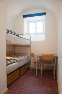 Ein Etagenbett oder Etagenbetten in einem Zimmer der Unterkunft Stadthotel - Das alte Gefängnis