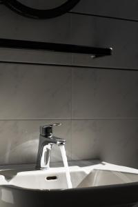 Ein Badezimmer in der Unterkunft Ariadne Hotel