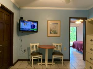 A television and/or entertainment center at Lakeside Inn and Cafe