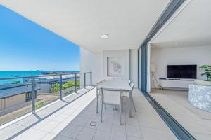 A balcony or terrace at Executive on Whisper Bay - Cannonvale