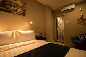 A bed or beds in a room at Hexa Hotel & Backpackers Bukit Bintang