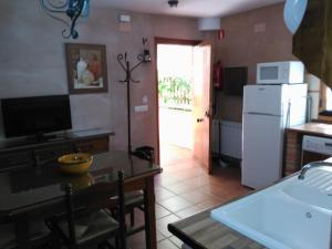 A kitchen or kitchenette at Apartamentos Valle del Guadalquivir