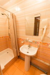 A bathroom at Pallada Hotel