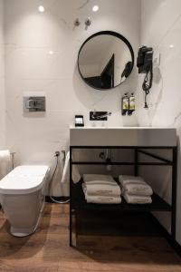 A bathroom at Duplo Charme Boutique Hotel