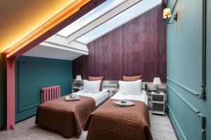 Кровать или кровати в номере Station Hotel Premier S10