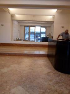 O saguão ou recepção de Copacabana apartment with 3 rooms and seasight