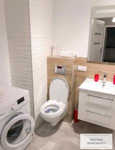 A bathroom at Apartament by Golden Gate