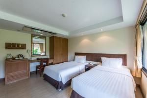 A bed or beds in a room at Hotel Tropicana