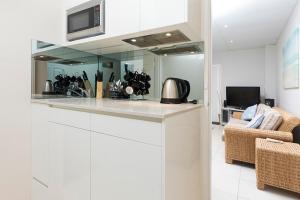 A kitchen or kitchenette at Debra Court Unit 1
